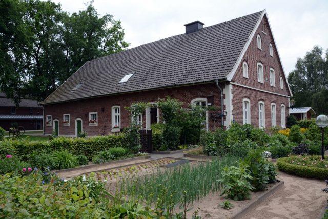 Das Heimathaus in Heiden mit Bauerngarten