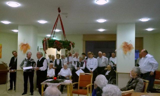 Der AWO-Singkreis Heiden stimmt auf den Advent ein