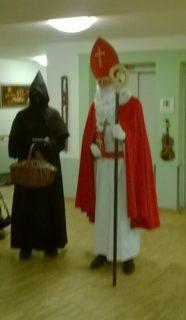 Der Nikolaus und sein Begleiter Knecht Ruprecht